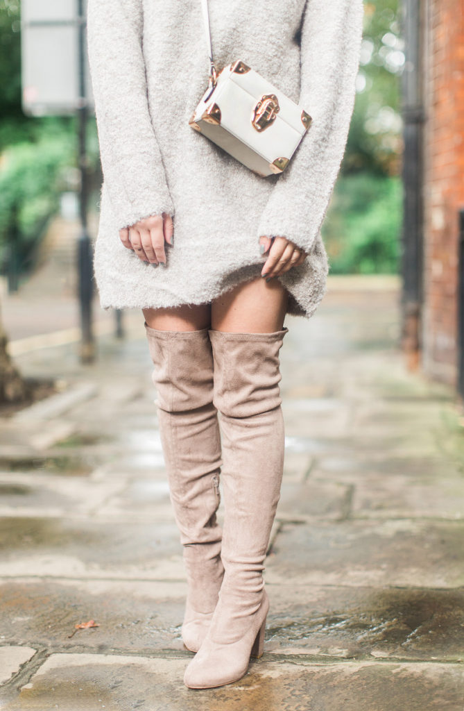 These over the knee boots look great with a cream pullover and box bag. Via Carrie Harwood.  Jumper/Boots: ASOS.