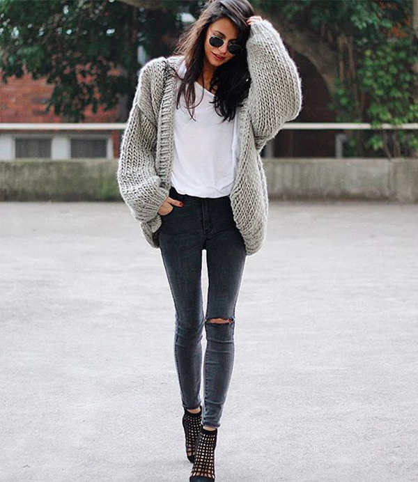 It is all about grey and the heavy knit. Rocks. Via Pepa Mack