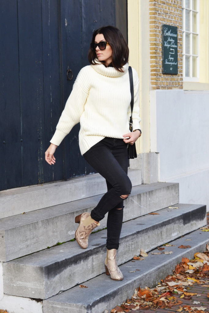 You can never go wrong with a cream knitted sweater! This one is worn by Mary Josephine with skinny jeans and faux snakeskin boots. We love the look.   Sweater: Choies, Jeans: ComeGetFashion, Shoes: Sacha Shoes, Sunglasses: Fendi, Bag: Thri.