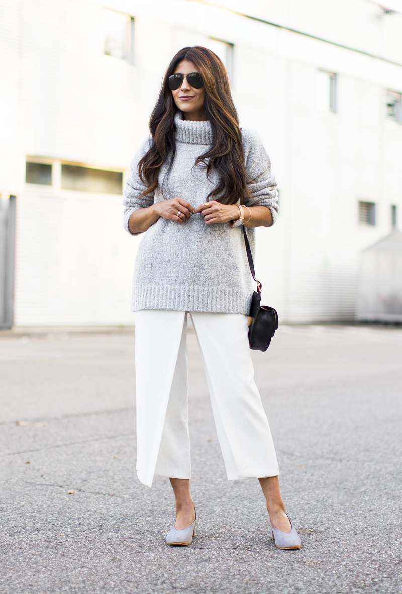 Culottes of any style can make a great match to your winter knitwear. Laura Dittrich pairs white culottes with a thick marl grey sweater, we love it! Sweater: Fewmoda, Pumps: Cos, Culottes: Zara.