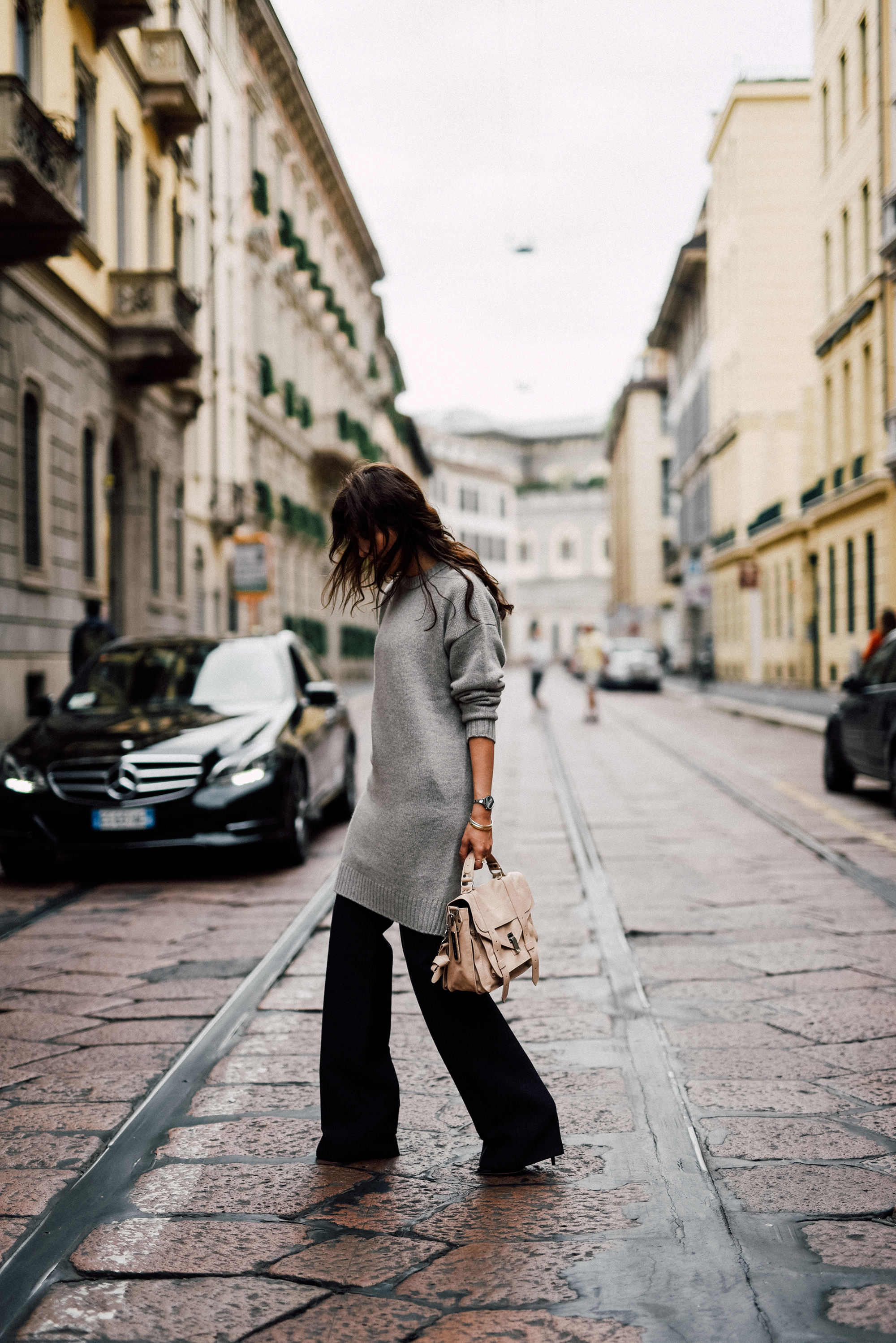 Try wearing oversized knitwear to get the casual but sophisticated vibe rocked here by Sylvia Haghjoo. Pairing a long cashmere sweater with wide legged trousers creates a great winter look. Sweater/Bag: Uzwei, Trousers: Jil Sander Proenza.