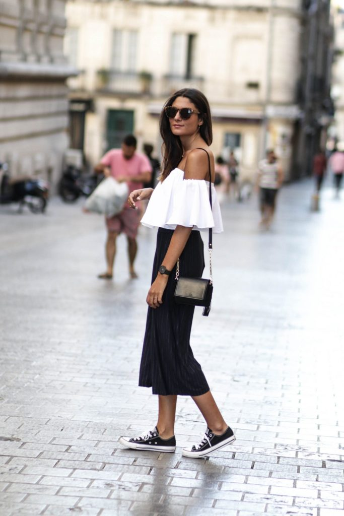 Classic black converse are the ideal match to an outfit consisting of culottes and an off the shoulder top, such as this one. Federica L. has achieved the perfect match of preppy chic and sophistication, making this outfit a must try!   Trousers: Pull & Bear, Shoes: Converse.