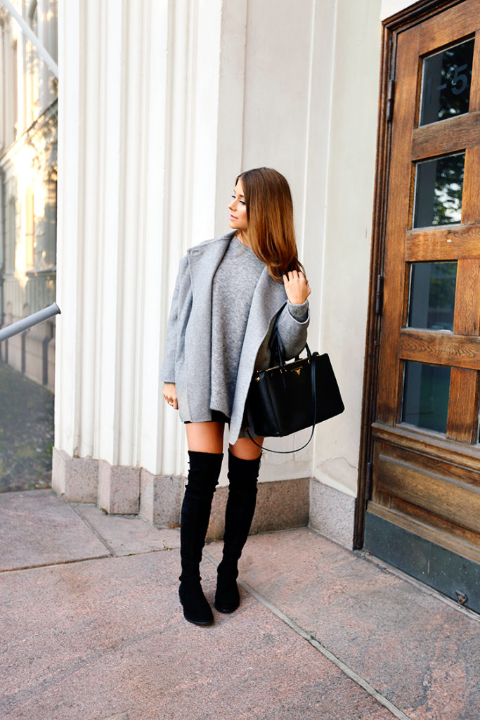 Over the knee boots can look great with knitwear. Marianna Mäkelä wears hers with a cute grey jumper and matching woollen coat.   Coat: Zara, Sweater: Acne, Boots: Stuart Weitzman, Bag: Prada.