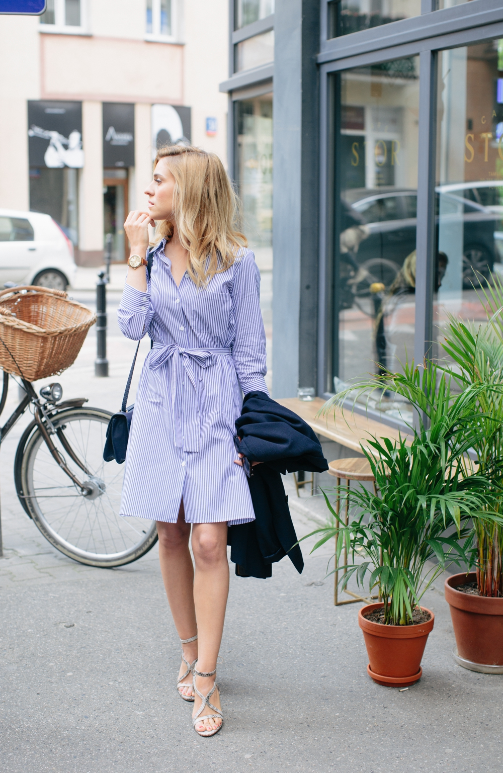 3ea669cc30d Katarzyna Tusk is looking super relaxed in this cute striped shirt dress  from Zara. A