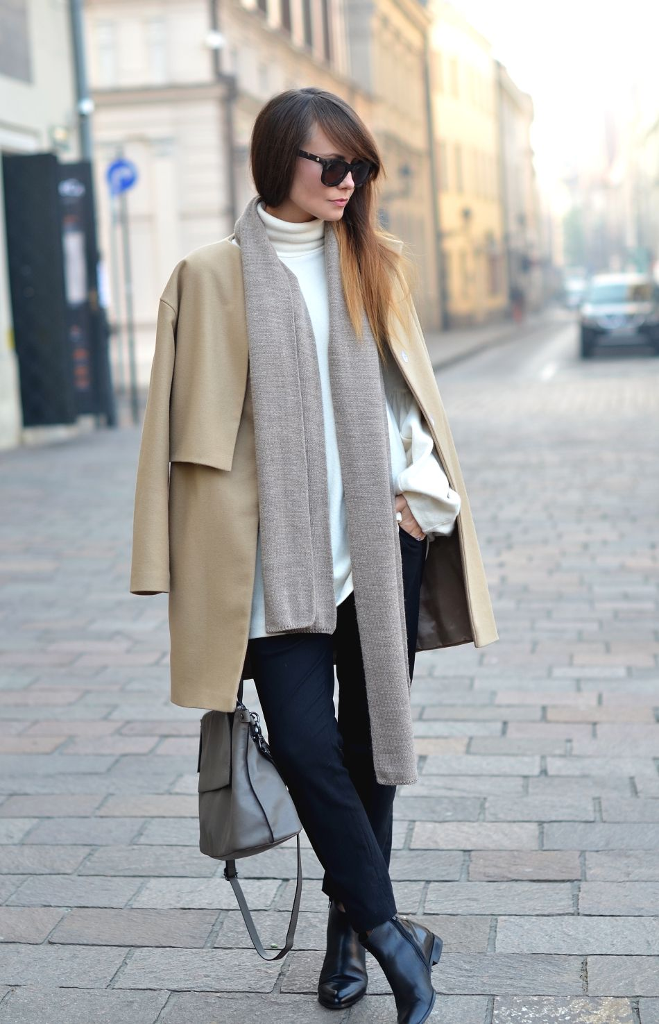 Kamila Leciak rocks this camel overcoat with cigarette trousers and an oversized scarf. Scarf: Lavaii to Lavende, Coat: RAW, Trousers: PresKA, Shoes: 7mil.