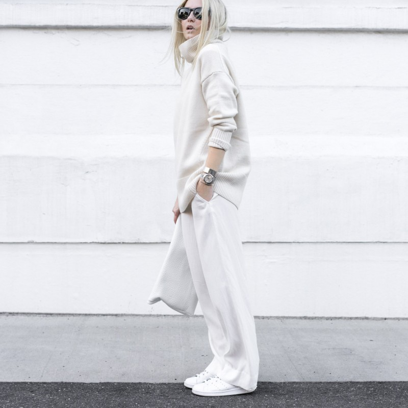 Figtny is a picture in all-white! We love this roll neck sweater and wide leg trousers combination. Sweater/Trousers/Bag: Aritzia, Sneakers: Adidas.