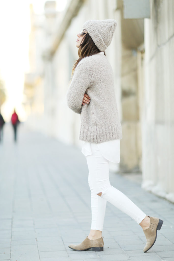 Aida Domenech wears a matching knit jumper and beanie; the perfect additions to this otherwise white outfit.   Outfit: Sweet & Cool.