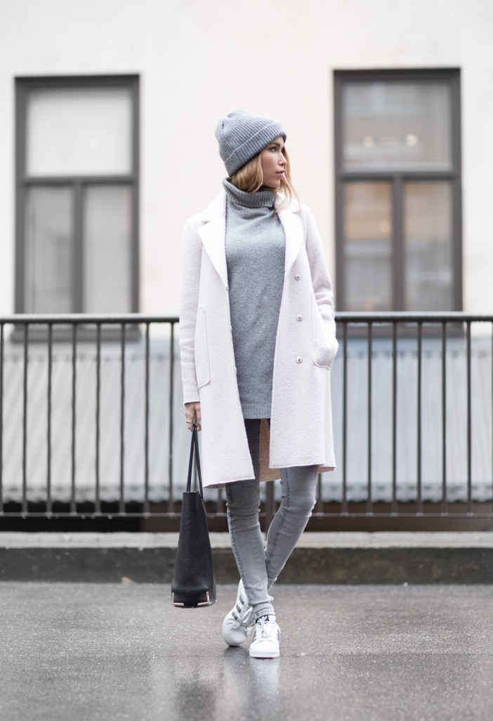 1f601b7ee44c All grey outfits are a trend. Wearing skinny grey jeans with a matching  sweater and