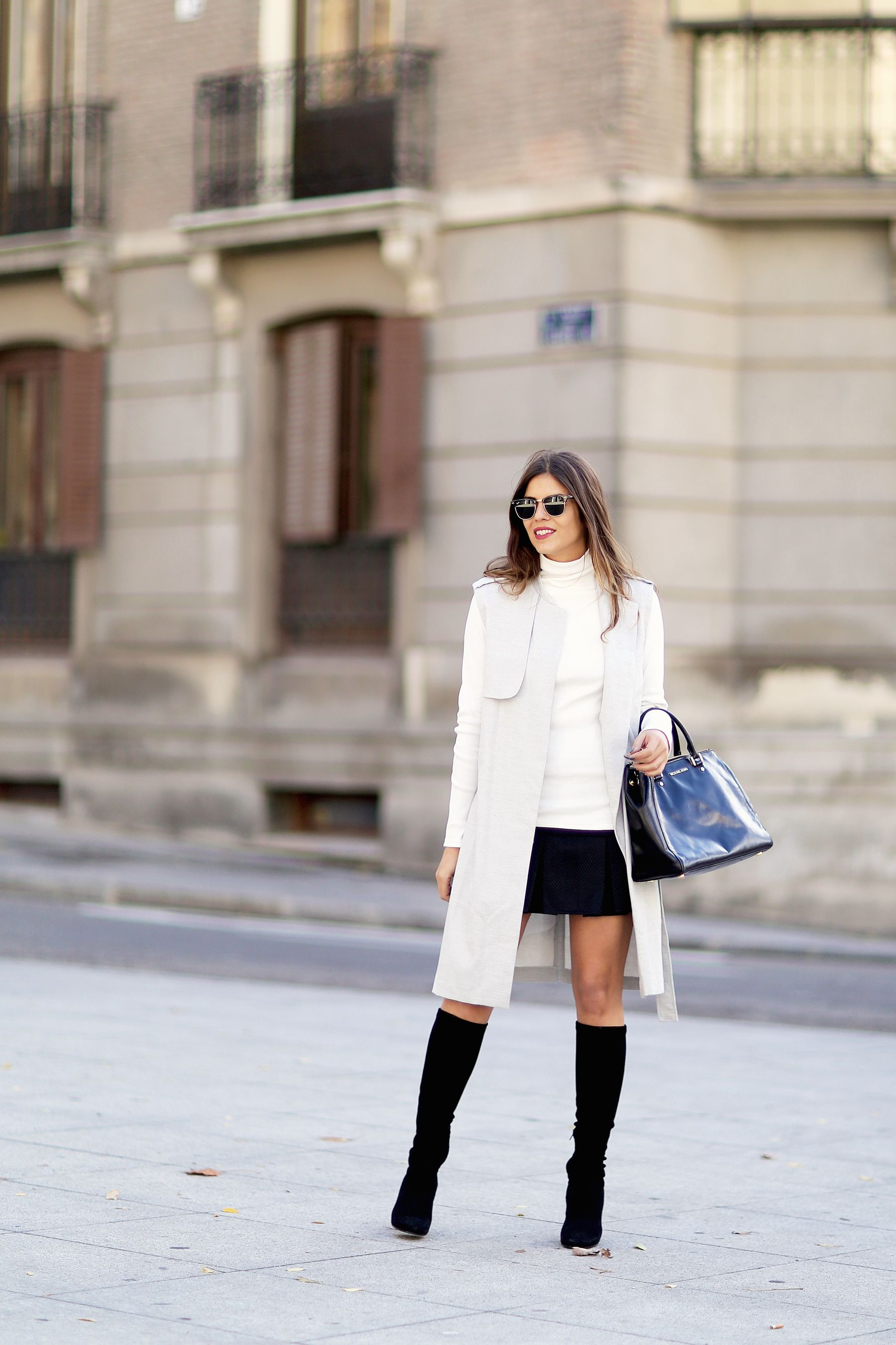 Natalia Cabezas looks uber sophisticated in head to toe monochrome. Skirt: Coosy, Sweater: La Petite Francaise, Vest: Asos, Boots: Uterqüe.