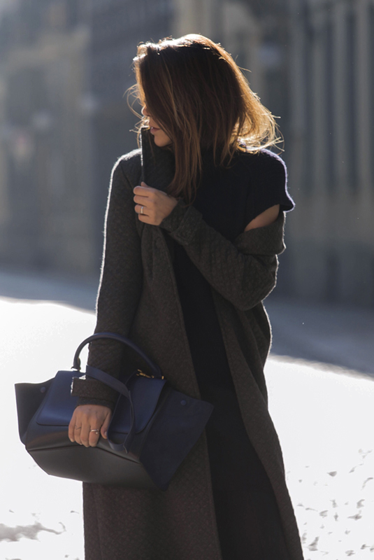 This long, oversized coat from Devotion is perfect for the winter cold. In addition, this trendy black bag makes for the perfect accessory. Via Nicoletta Reggio. Outfit: Devotion.