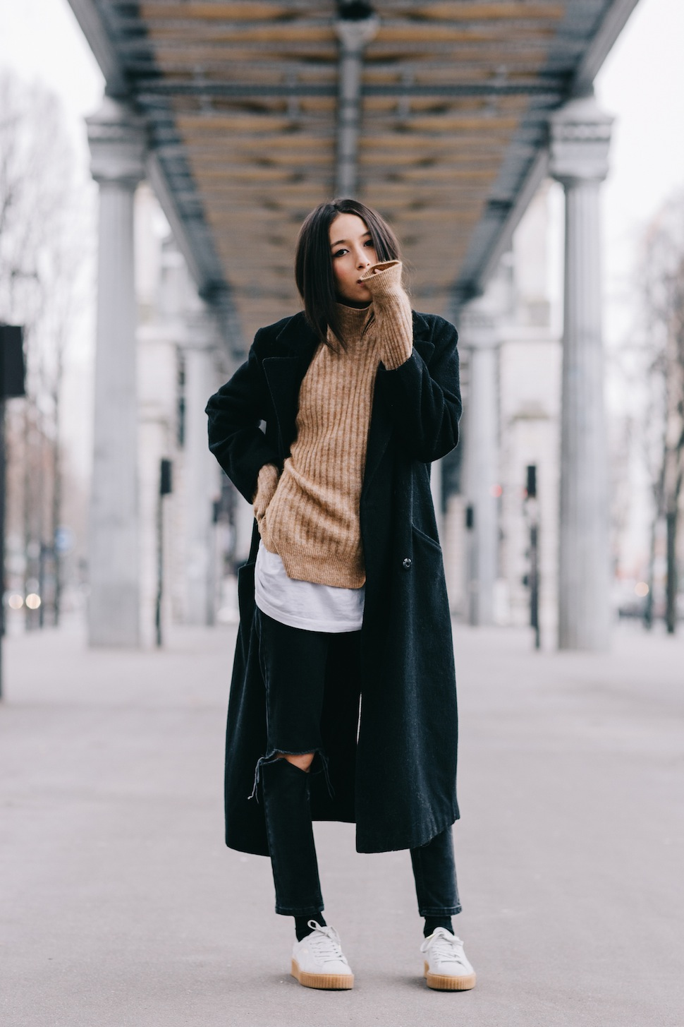 Wear the extra long sleeve style like Alexandra Guerain by wearing a long sleeved cable knit sweater underneath a maxi coat. This outfit is sleek and sophisticated, but the long sleeves really make it cute too! Outfit: Asos.
