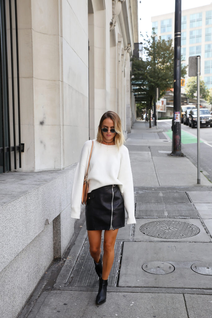 Liven up your everyday outfit by trying to extra long sleeves trend; a new and exciting fashion movement which Kristin Sundberg is smashing! Wear an extra long sleeved sweater with a leather or zip front skirt to steal this gorgeous style.   Knit: Chiquelle, Skirt: River Island, Boots: Jennie-ellen, Bag: Chloé.