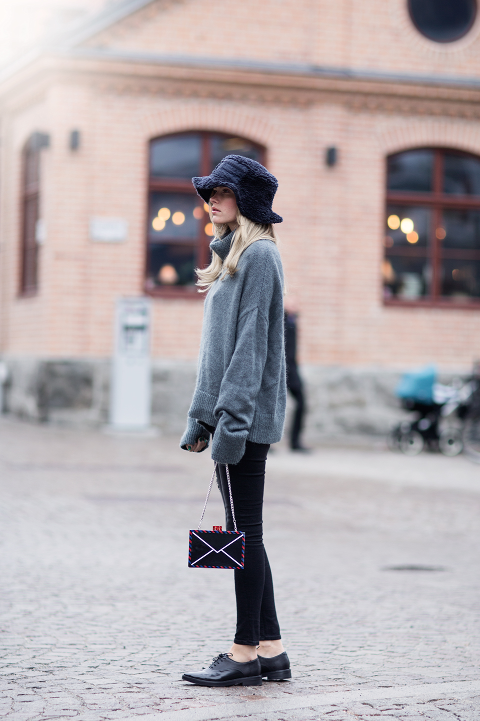 Extra long sleeves look extra cute on cashmere sweaters, like this one worn by Elsa Ekman. Copy this look and wear trendy patent brogues with skinny denim jeans and a furry bucket hat. Sweater: Hunkydory, Jeans: Cheap Monday, Shoes: Hudson, Bag: Karl Lagerfeld, Bucket Hat: River Island.