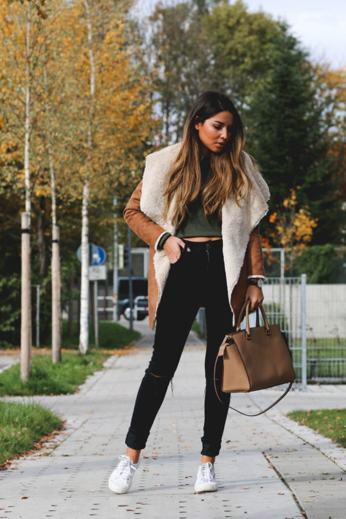 Consuelo Paloma's shearling trim jacket is both cosy and chic; perfect for fall.   Jacket: Tally Weijl, Top: H&M, Jeans: Melville, Shoes: Superga, Bag: MK.
