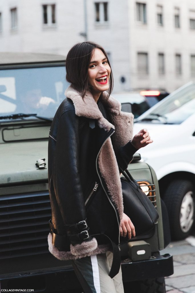 Sara Escudero wears a leather jacket with a shearling trim; the perfect autumn coat.   Brands not specified.