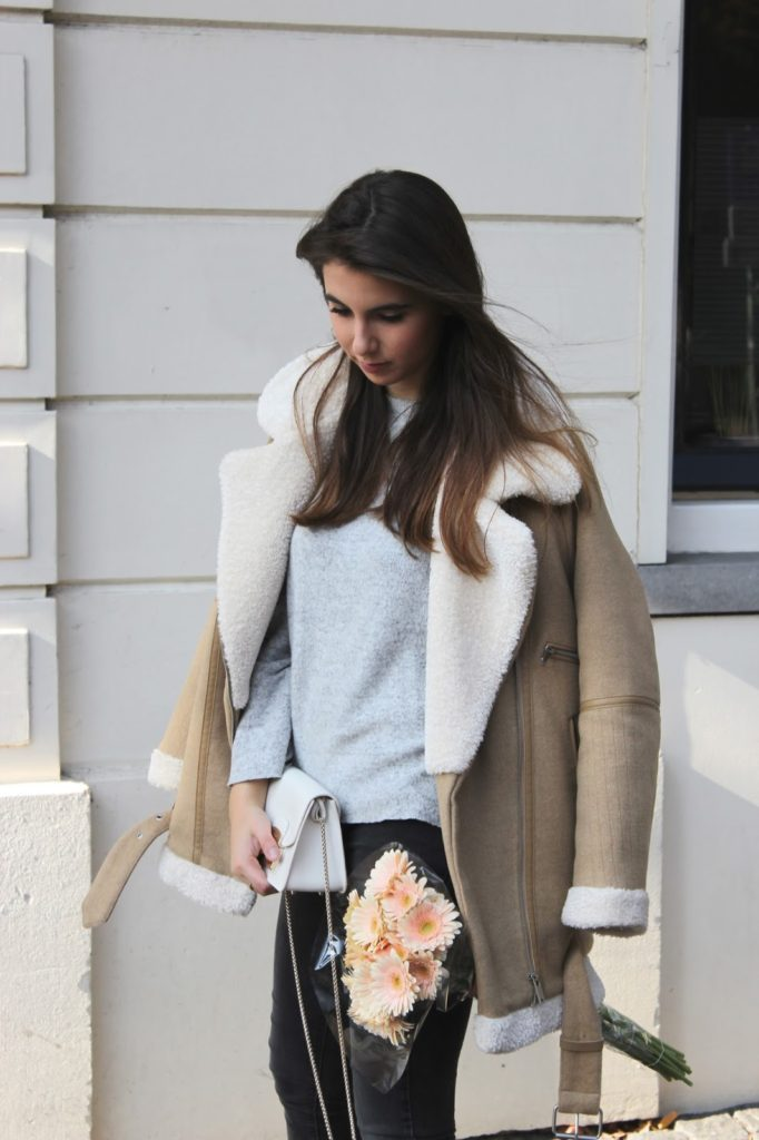 Ariane Glover rocks the shearling trend in this cute and cosy camel coat from Zara.   Coat/Heels/Jeans: Zara, Bag: Furla.