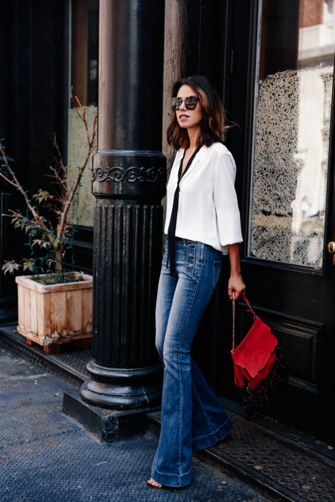 Annabelle Fleur accessorises a casual white blouse with a skinny scarf from Express Clothing.   Jeans/Scarf/Blouse: Express.