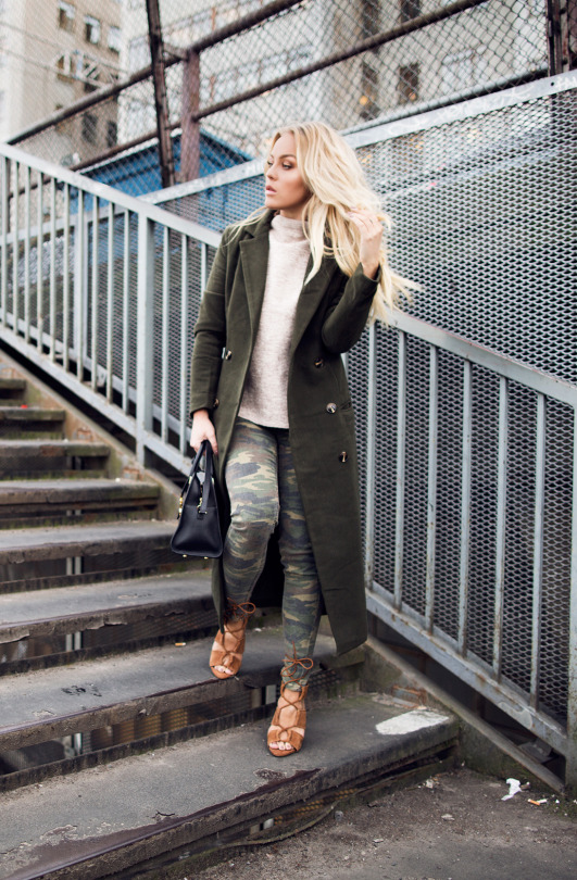 Dare to wear camouflage this winter! Angelica Blick is rocking these khaki jeans and oversized military style coat, styled perfectly with tan gladiator sandals. We love this edgy look! Trousers: Asos, Shoes: Zara, Knit: Gina Tricot, Jacket: Missguided.