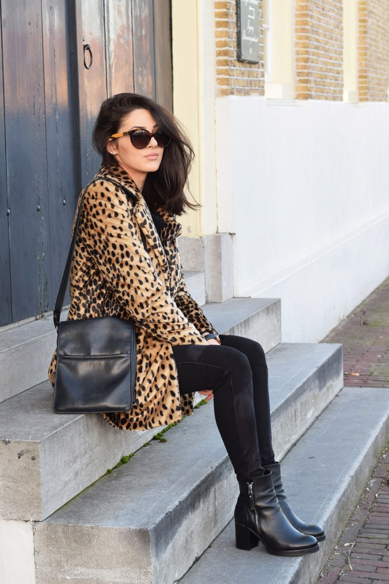 A statement coat such as this eye catching leopard print number from Mango will always make for a winning outfit. Mary Josephine wears this piece with simple black denim jeans and chunky ankle boots. Coat: Mango, Trousers: Shoeby, Shoes: Sacha, Sweater: Comegetfashion.