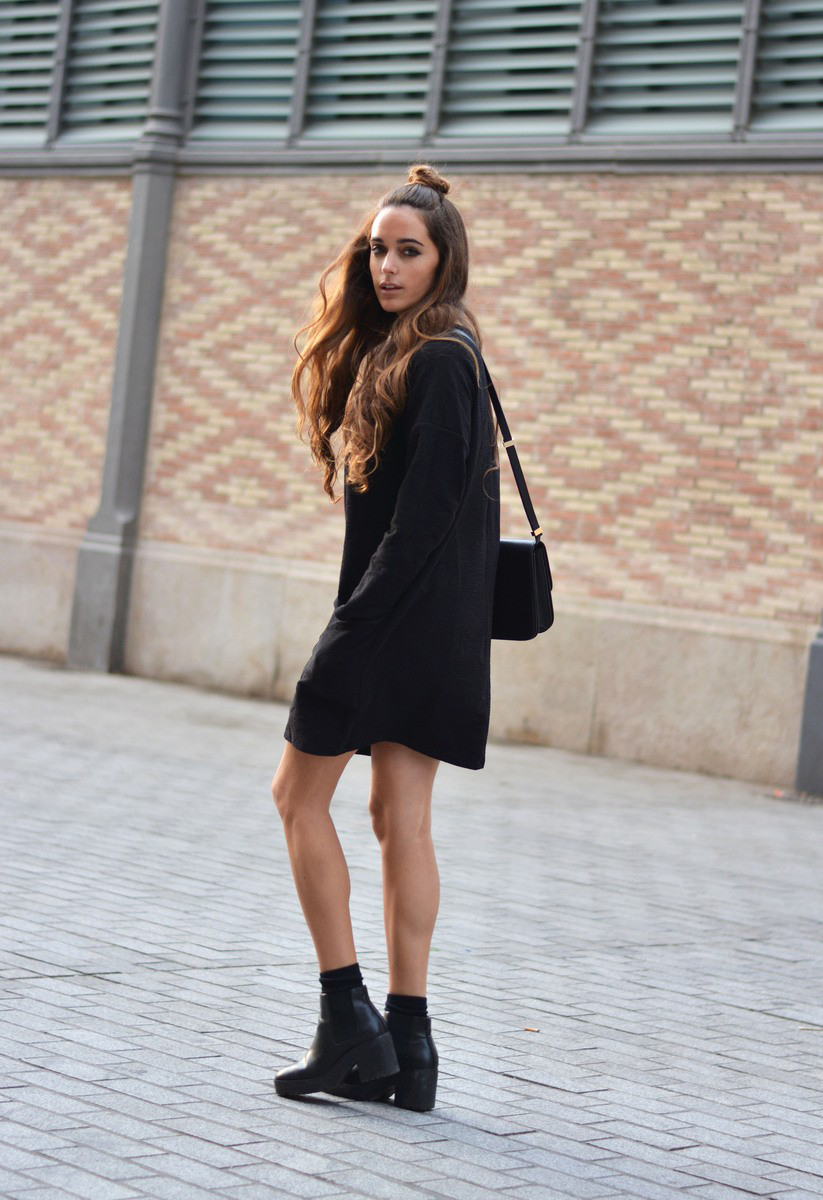 Wear a pair of chunky heeled boots with a mini dress and a cross body bag like Stella Wants To Die to get an accessible, contemporary style! Outfits like these always look cute, and are ideal for the warmer winter days. Dress: Zara, Boots: Pull & Bear, Bag: Celine.
