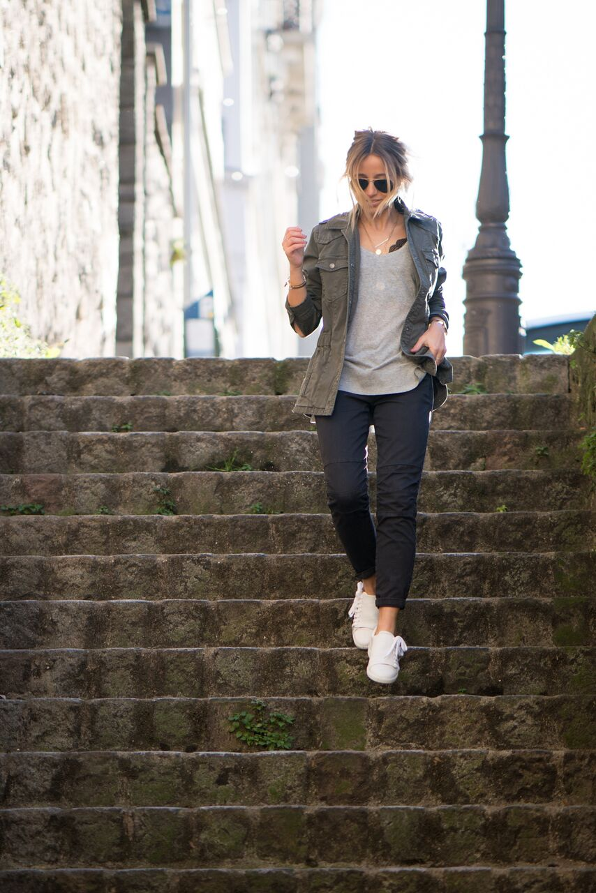 Camille Callen looks cool and casual in these low slung slacks and a pair of fresh white sneakers. Pairing this look with a simple grey or white tee and throwing on a khaki jacket will allow you to capture Camille's cute fall style. Outfit: Comptoir.