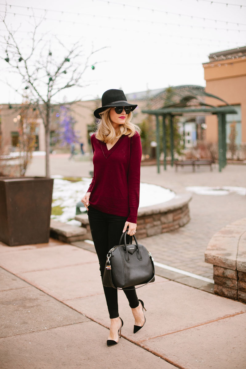 Emily Jackson looks a picture in autumnal hues of burgundy and black, combining a V neck top with skinny black jeans and a wide brimmed fedora. We love the simplicity of this fall look! Sweater/Hat: Rag and Bone, Jeans: Frame, Bag: Givenchy, Shoes: Gianvito Rossi.