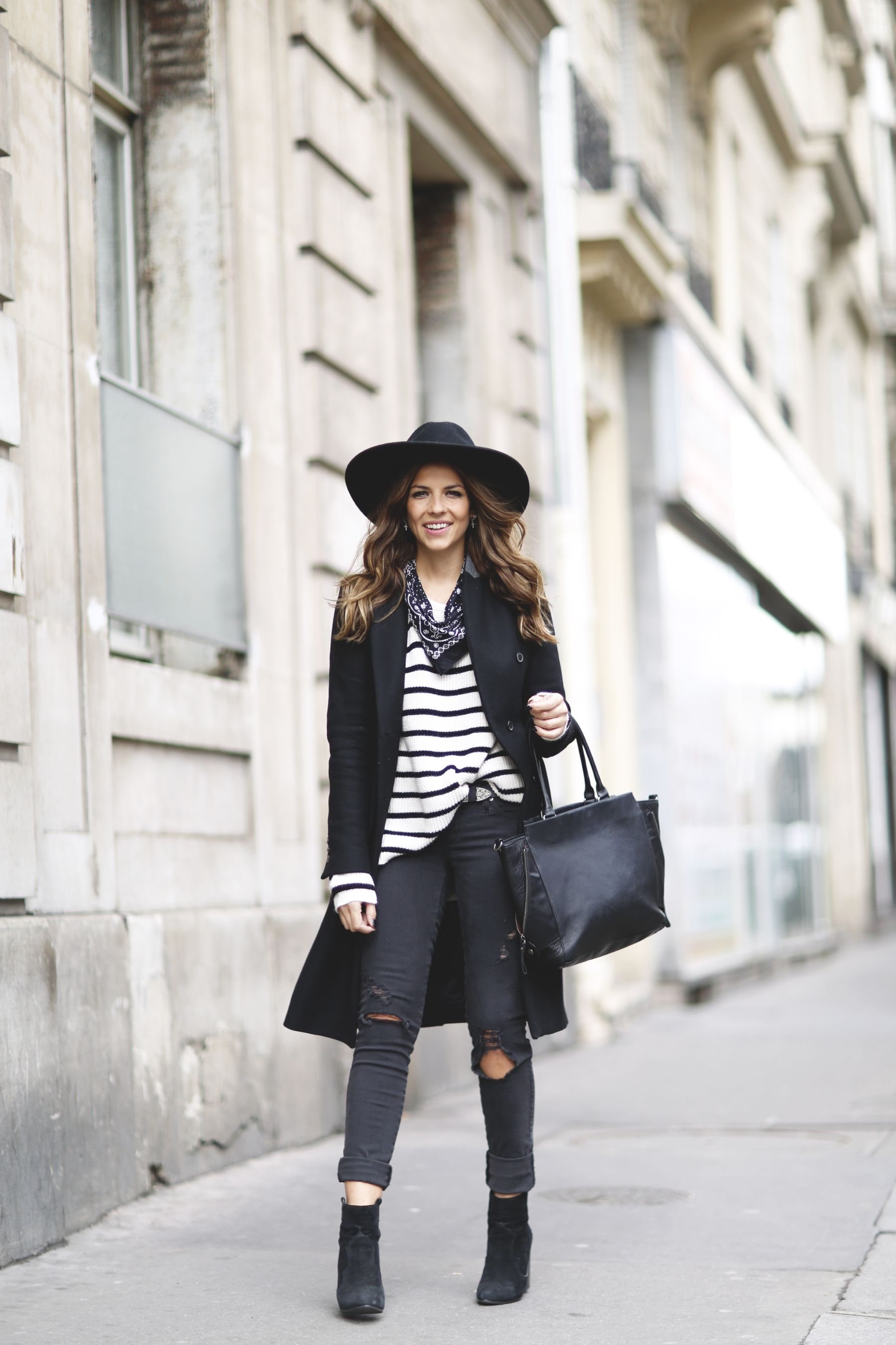For a cute fall outfit, wear a simple horizontal striped tee with a black overcoat and distressed jeans like Natalia Cabezas. This look is edgy and alternative, and we love it. Coat: Zara, Sweater: Pull&Bear, Jeans: Diesel via Asos, Boots: Revolve Clothing, Bandana: Levi´s, Hat: Goorin Bros, Bag: Nat&Nin.