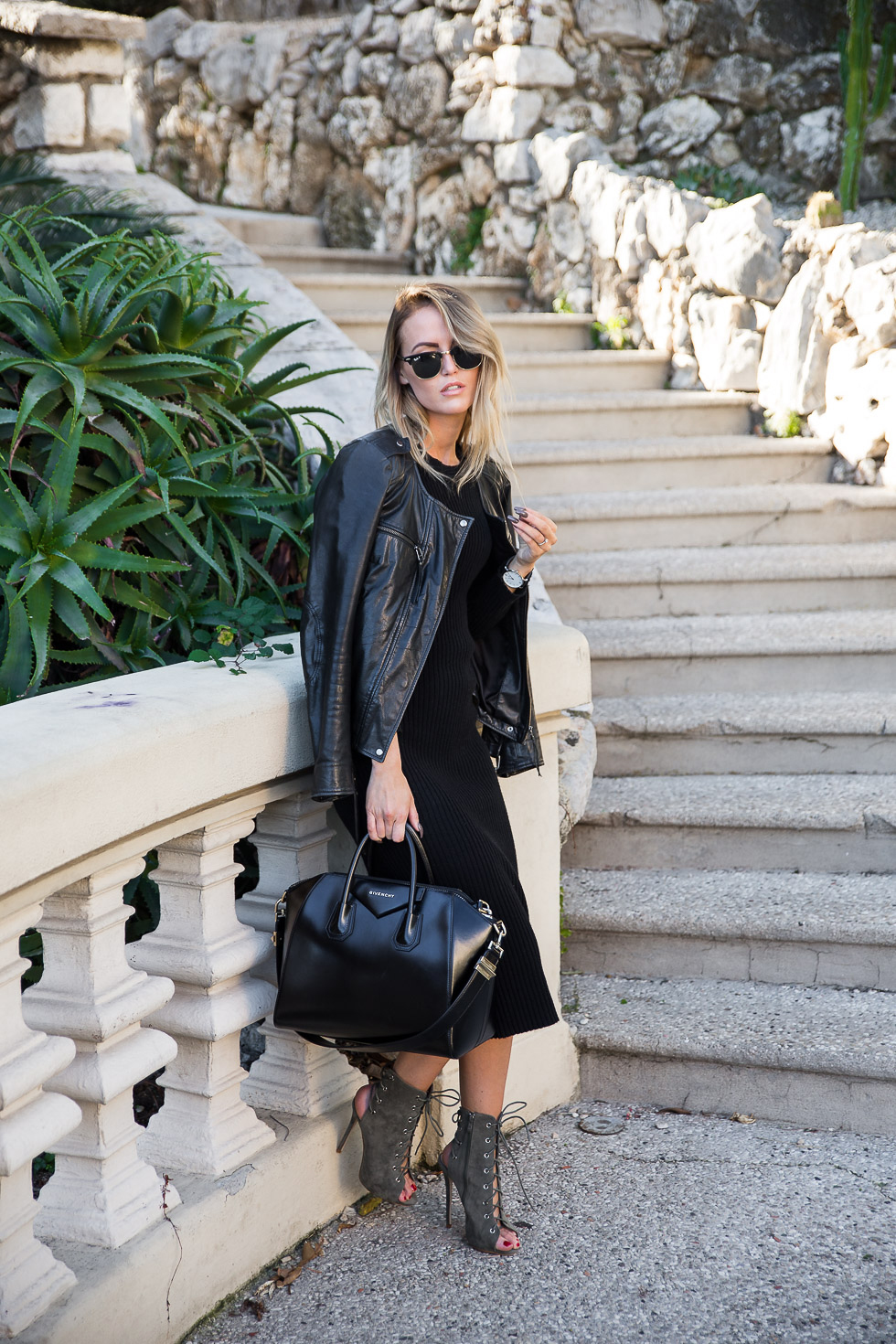 The midi dress trend is going to be huge this season. Wear a black dress with laced stilettos and a leather jacket to recreate the look worn here by Kristin Sundberg. Dress: Gina Tricot, Bag: Givenchy, Shoes: Lamoda, Watch: Waldor.