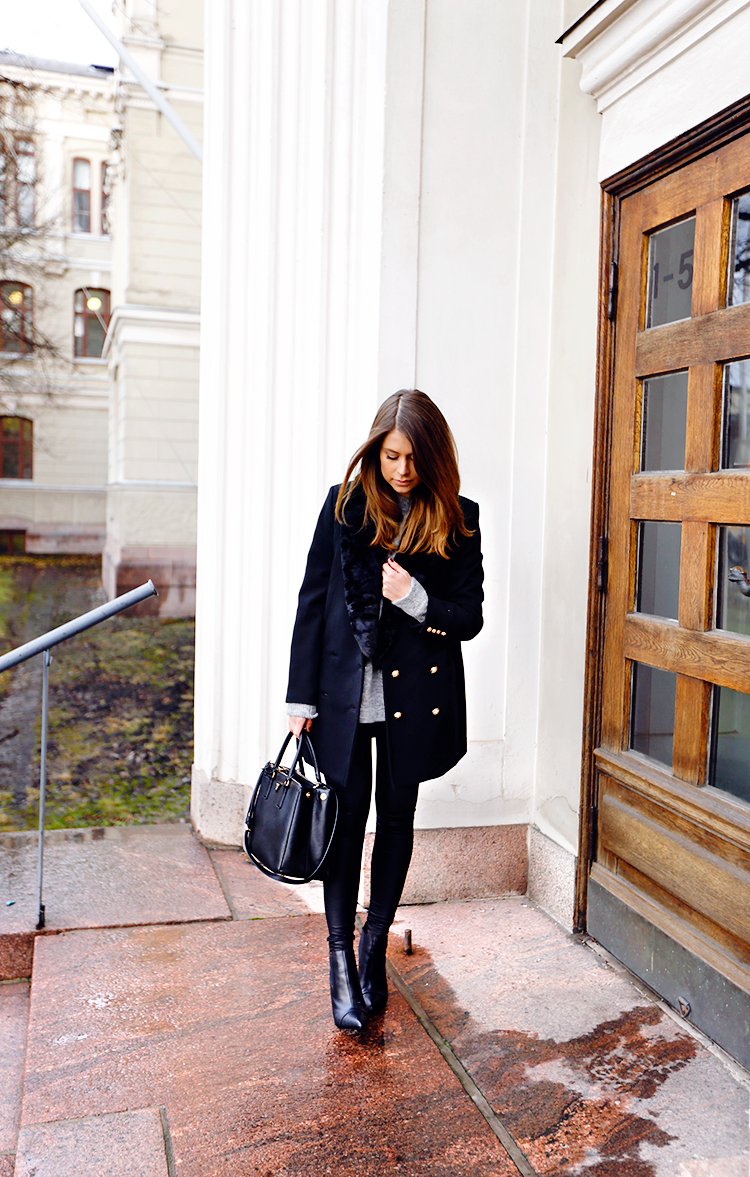 A double breasted blazer is a must have this season. Try wearing yours oversized like Marianna Mäkelä with leather leggings and matching boots. Coat/Shoes: Mango, Sweater: Acne, Bag: Prada.