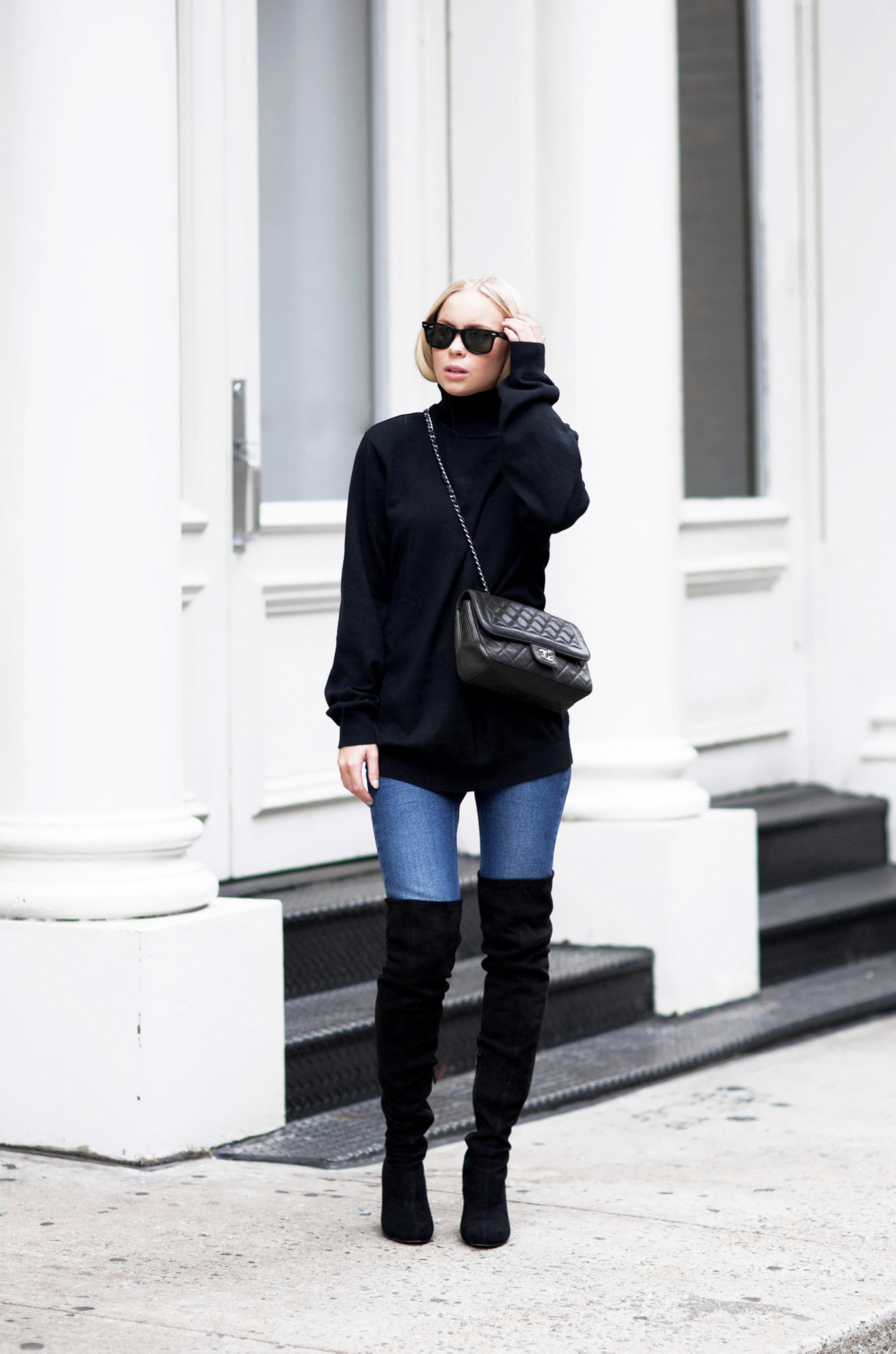 This combination of a black polo neck sweater, denim jeans, and black over the knee boots is a perfect autumn/winter look. Victoria Tornegren finishes the look with a cross body mini bag and a pair of sunnies. Jeans/Boots: Asos, Sweater: Old one, Bag: Chanel.