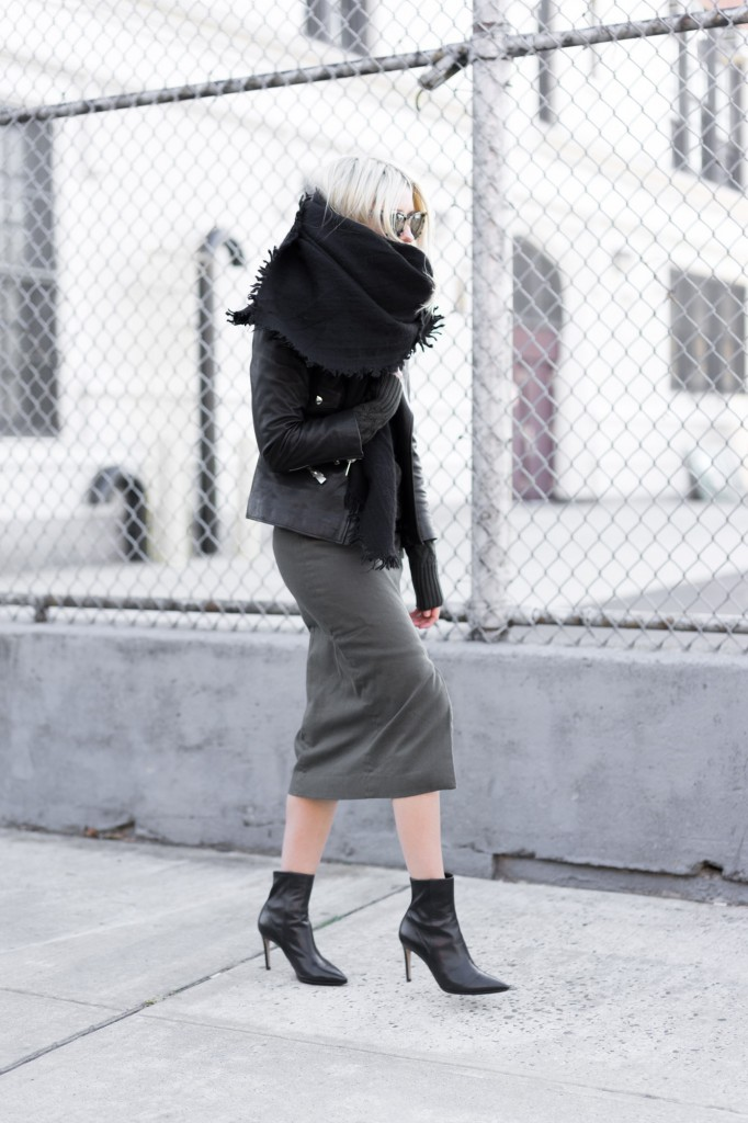 Midi skirts are in this season. Wearing a dark coloured skirt together with nude tights and ankle boots creates a sophisticated and elegant feel, perfect for a cute work outfit. Via Figtny. Skirt/Sweater: BNKR, Jacket: Anine Bing, Scarf: Aritzia.