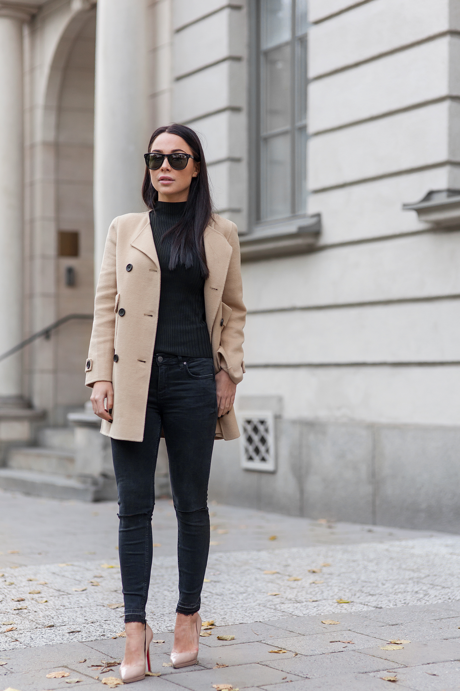 Black and camel outfits are in the height of fashion at the moment. Johanna Olsson is wearing the trend through black jeans, a black polo neck tee, and a classic camel coat. We recommend this look for a casual style. Brands Not Specified.