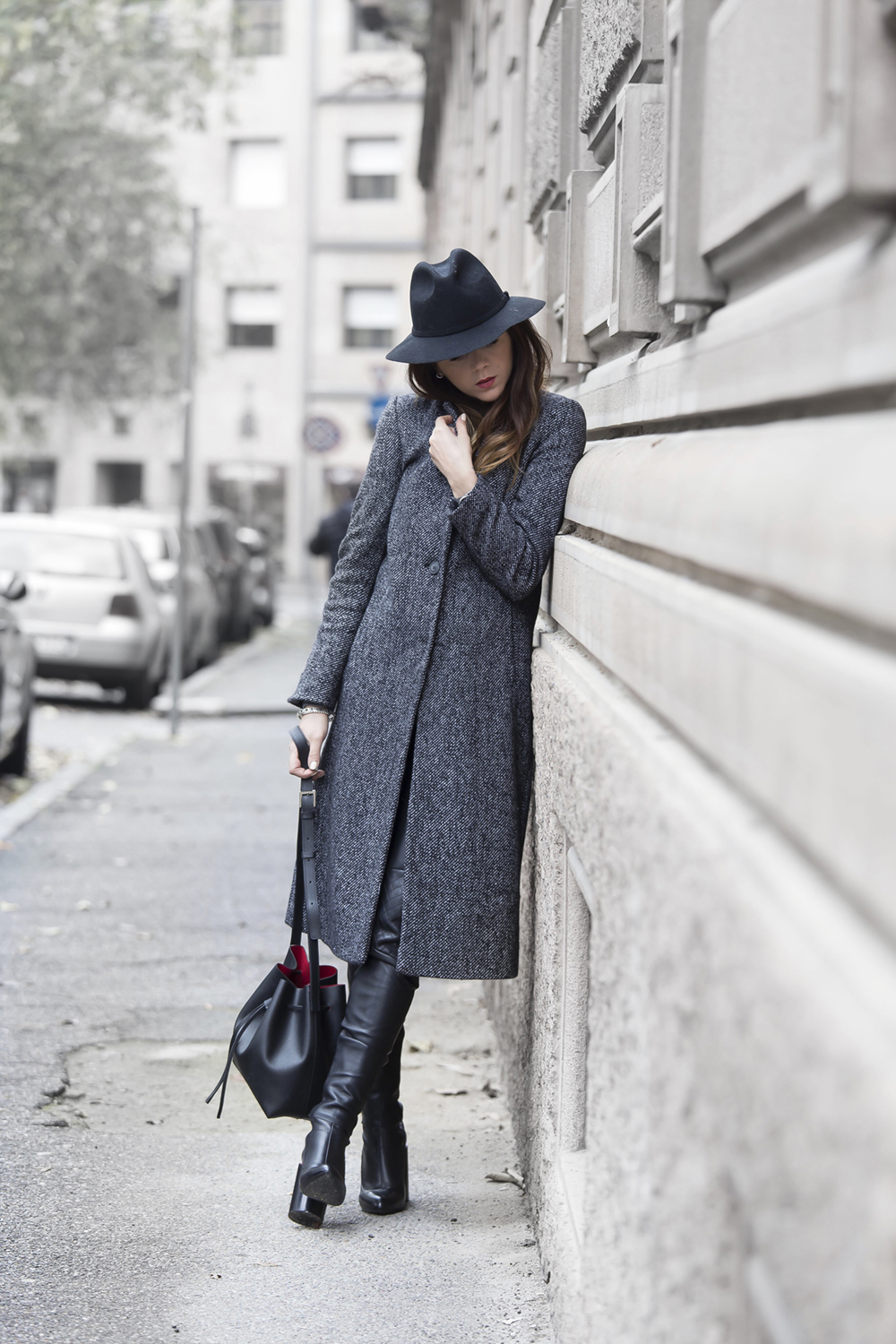 All grey outfits are perfect for the coming winter season. We love Nicoletta Reggio's maxi coat and stylish wide brimmed hat. Coat/Hat: Zara, Sweater: Falconeri, Leather Trousers: Simil, Bag: Lancaster, Boots: Givenchy.