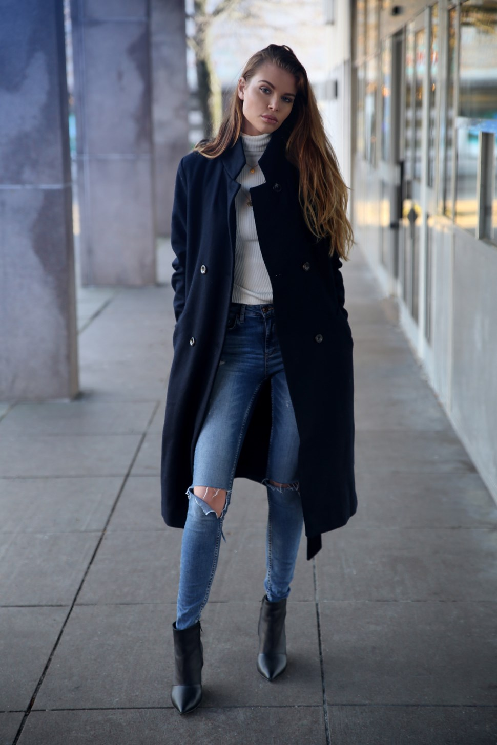 Chelsea boots are the perfect choice for every day winter looks. Josefin Ekström wears this pair with distressed denim jeans, a plain white polo, and an oversized navy overcoat; creating an effortlessly sophisticated style. Coat: Me & The Met. Polo: Chiquelle, Jeans: Gina Tricot, Shoes: Jenniellen.