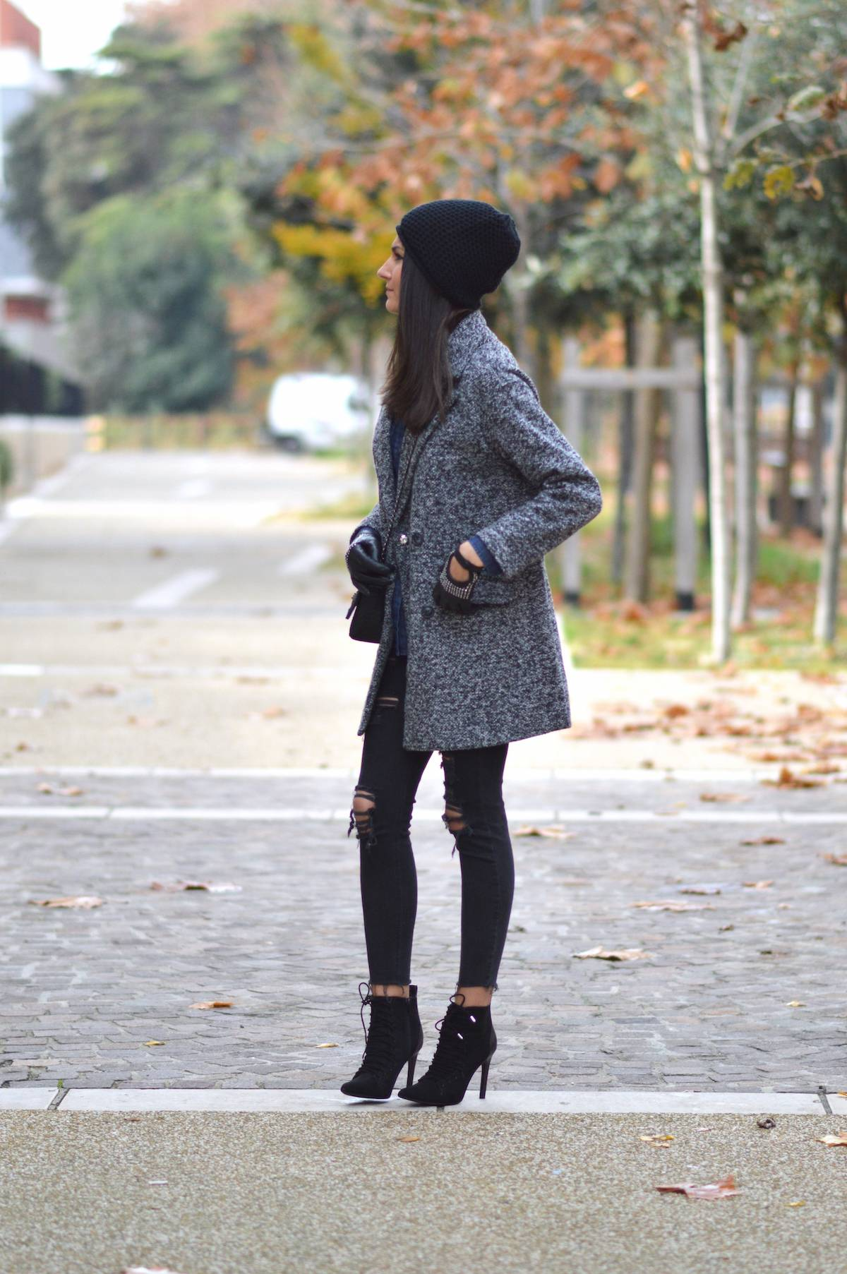 A pair of stiletto heel ankle boots can really add edge and kick to your outfit! Federica L. wears a pair of lace up stilettos with distressed denim jeans, a casual denim shirt, and a gorgeous grey overcoat from Shein. Coat: Shein, Shirt: Codigo Basico, Jeans: Mango, Shoes/Hat: Zara, Bag: Toscandjoe.