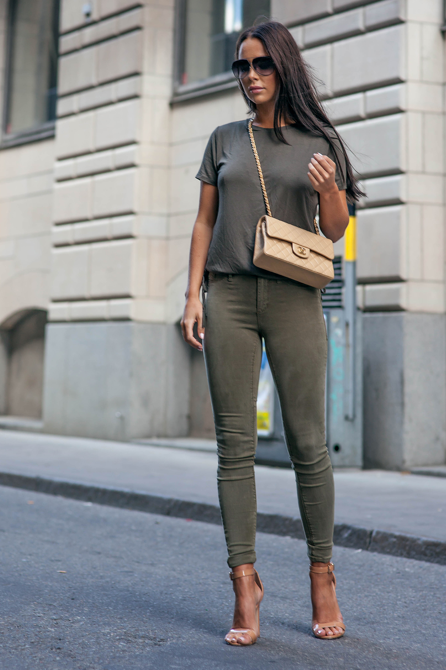 Johanna Olsson is looking cute and edgy in this all-khaki outfit consisting of skinny jeggings, a plain tee, and nude sandals. This look is striking and perfect year round! Shoes: La Strada, Jeans/Tee: River Island, BagL Chanel.