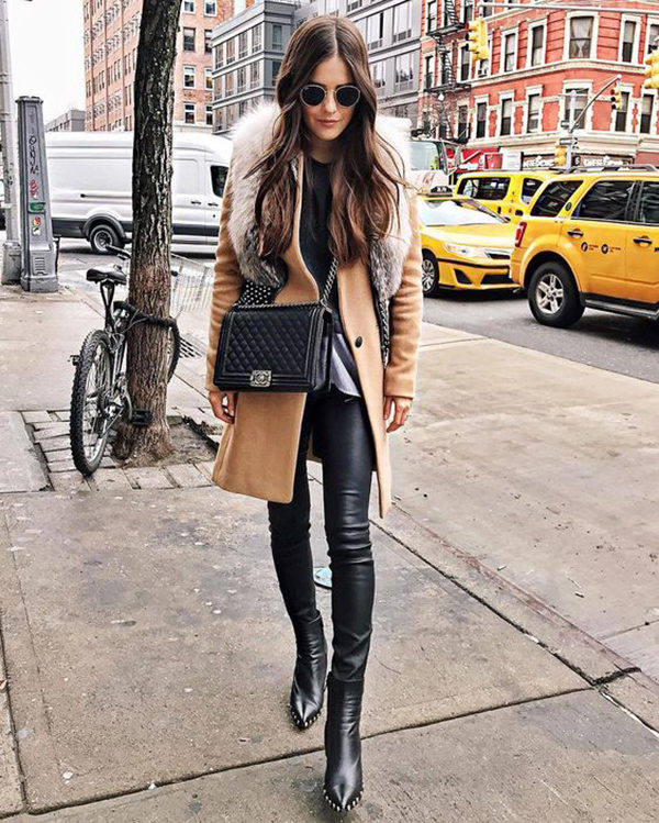 Paola Alberdi is killing this classic winter style; the faux fur stole trend! This gorgeous beige coat matches perfectly with the soft, timeless chic of the faux fur collar. We absolutely recommend this look for a traditional Christmas aesthetic! Coat: Rag & Bone, Shoes: Celine.