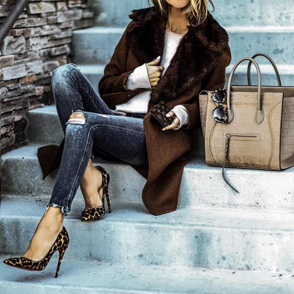 Sasha Simon is killing it in a pair of statement leopard print heels, worn stylishly with a gorgeous faux fur coat and a pair of distressed acid wash jeans. We love the utter glamour of this style, and absolutely recommend it for your winter wardrobe! Brands not specified.