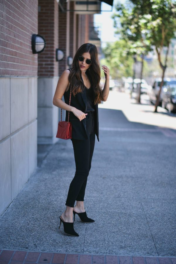 All black outfits are an absolute modern classic! Paola Alberdi is wearing black jeans paired with a V neck tee and a sleeveless jacket, creating an everyday style which exudes sophistication and grace. Outfit: Nordstrom.