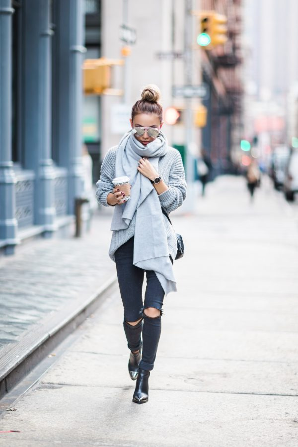 Try a greyscale outfit to get that cool, autumn chic which Not Jess Fashion has captured so well. Consisting of a cable knit sweater, jeans, and an oversized scarf, this outfit is simple, yet effective. Outfit: Coach.