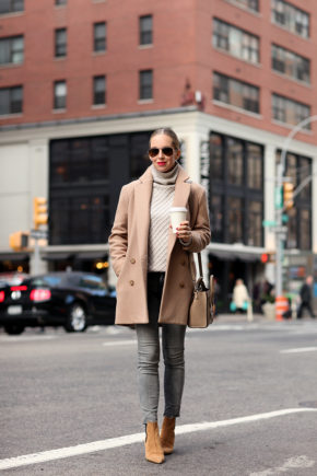 Helena Glazer rocks the camel trend in this gorgeous winter outfit. We love the combination of a beige polo neck sweater and tan leather Chelsea boots; a simple but sophisticated style. Coat: Theory, Sweater: Vince, Jeans: Mother, Boots: Tabitha Simmons, Sunglasses: Ray Ban, Handbag: Celine Nano.