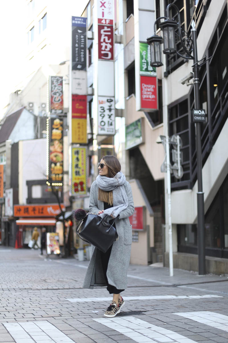 Silvia Garcia looks effortlessly elegant in this marl grey maxi coat, worn with a matching oversized scarf and black trousers. If you want to steal this style, try wearing the look with some snazzy sneakers like this leopard print pair. Coat: Zara, Sweater: American Vintage, Pants: Asos, Sneakers: Adidas Bag: Givenchy.