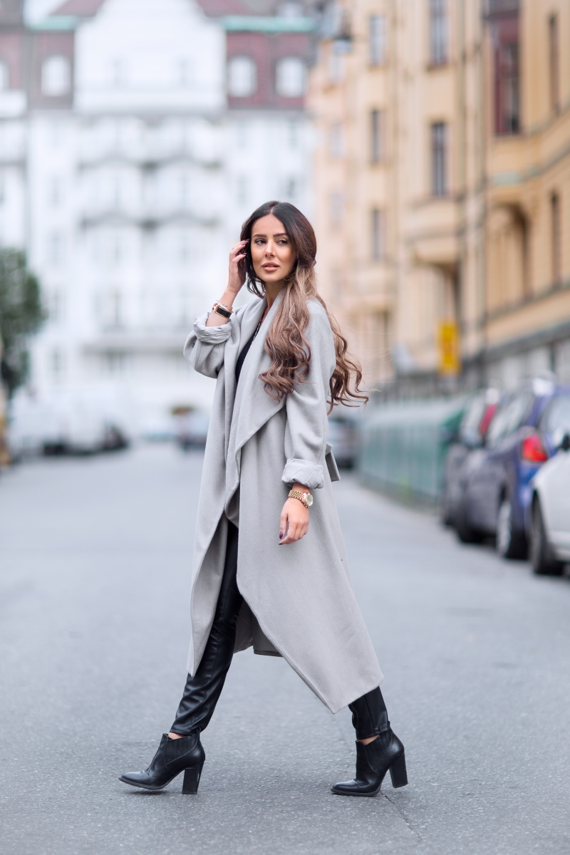 For a gorgeous every day winter look, try copying Sharareh Sophia Hosseini's style by wearing leather trousers with a loose fitting wrap coat in a pastel colour such as this warm grey. Coat: Weekday, Trousers: Zara, Shoes: Old from NY, T-shirt: Gina Tricot.
