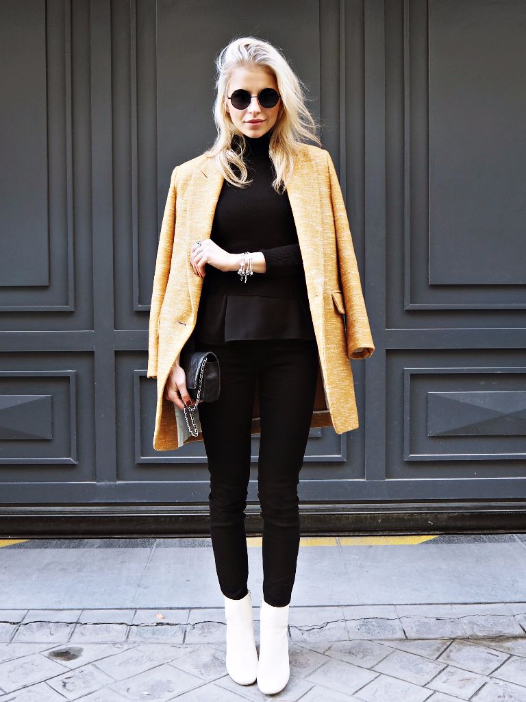 Mustard is the ultimate colour for a cute winter outfit! Caroline Daur is wearing the trend on a gorgeous oversized blazer coat, paired with skinny jeans and white heels. Coat/Shoes: Isabel Marant, Jeans: Dr. Denim, Sweater: Topshop.