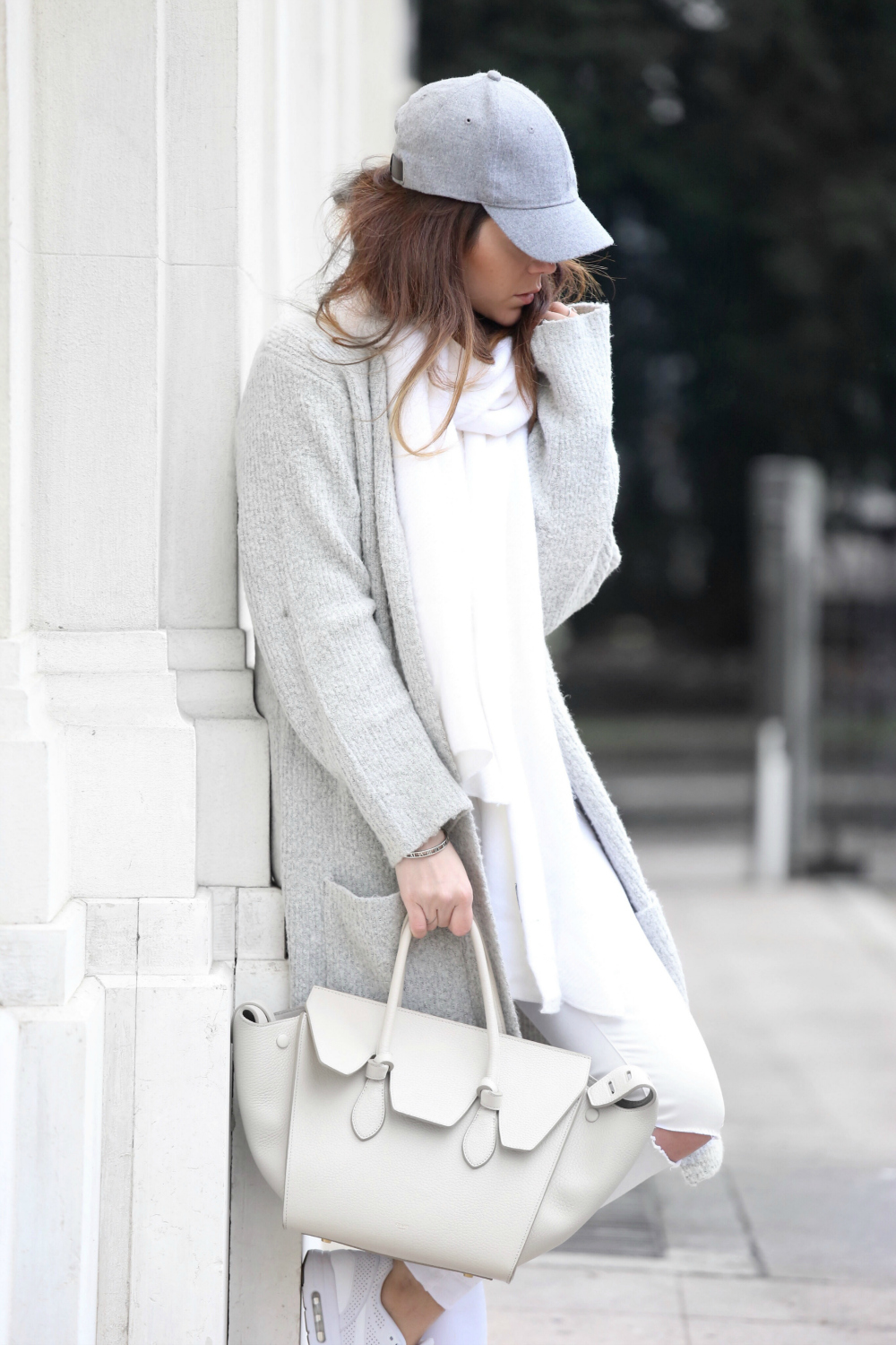 Dare to wear white this winter and steal Nicoletta Reggio's icy cool style! Pairing distressed white jeans with a marl grey cardigan and cap, this look encapsulates the best aspects of an edgy style. Sweater: Primark, Trousers/Scarf: Zara, Shoes: Nike, Bag: Hat: H&M.