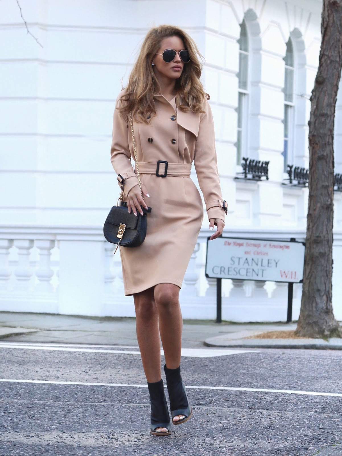 A stylish trench coat such as this one from Few Moda will glam up any outfit, and is perfect for every day work or leisure wear! A pair of heeled boots can also smarten up this look for more formal occasions. Via Nada Adelle. Trench: Few Moda, Ankle Boot: Asos, Bag: Yesstyle.
