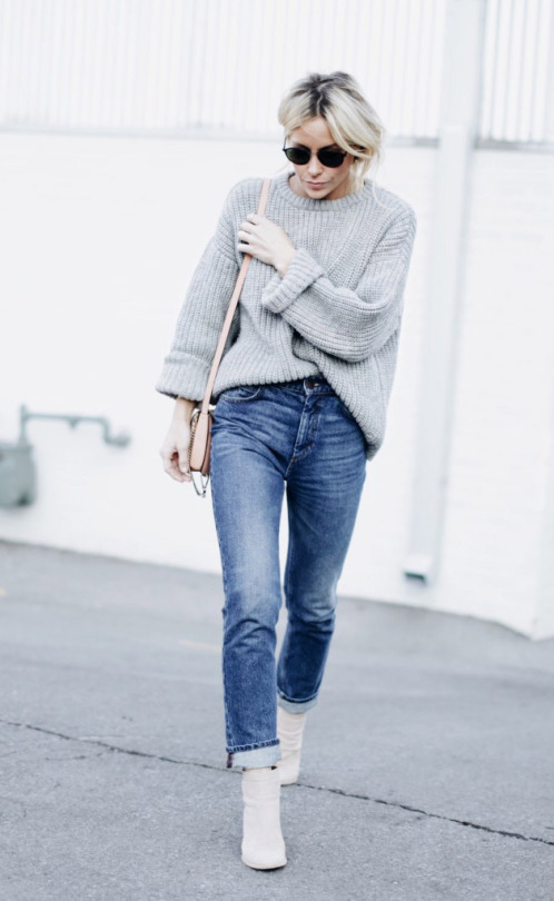 High waisted jeans are an essential this winter! Stylish, easy to wear, and adaptable, they are the perfect match to anything from casual knitwear to a smart blouse or crop top! Via Mary Seng. Jumper: Zady, Jeans: Sandro, Boots: M. Gemi, Bag: Chloe.