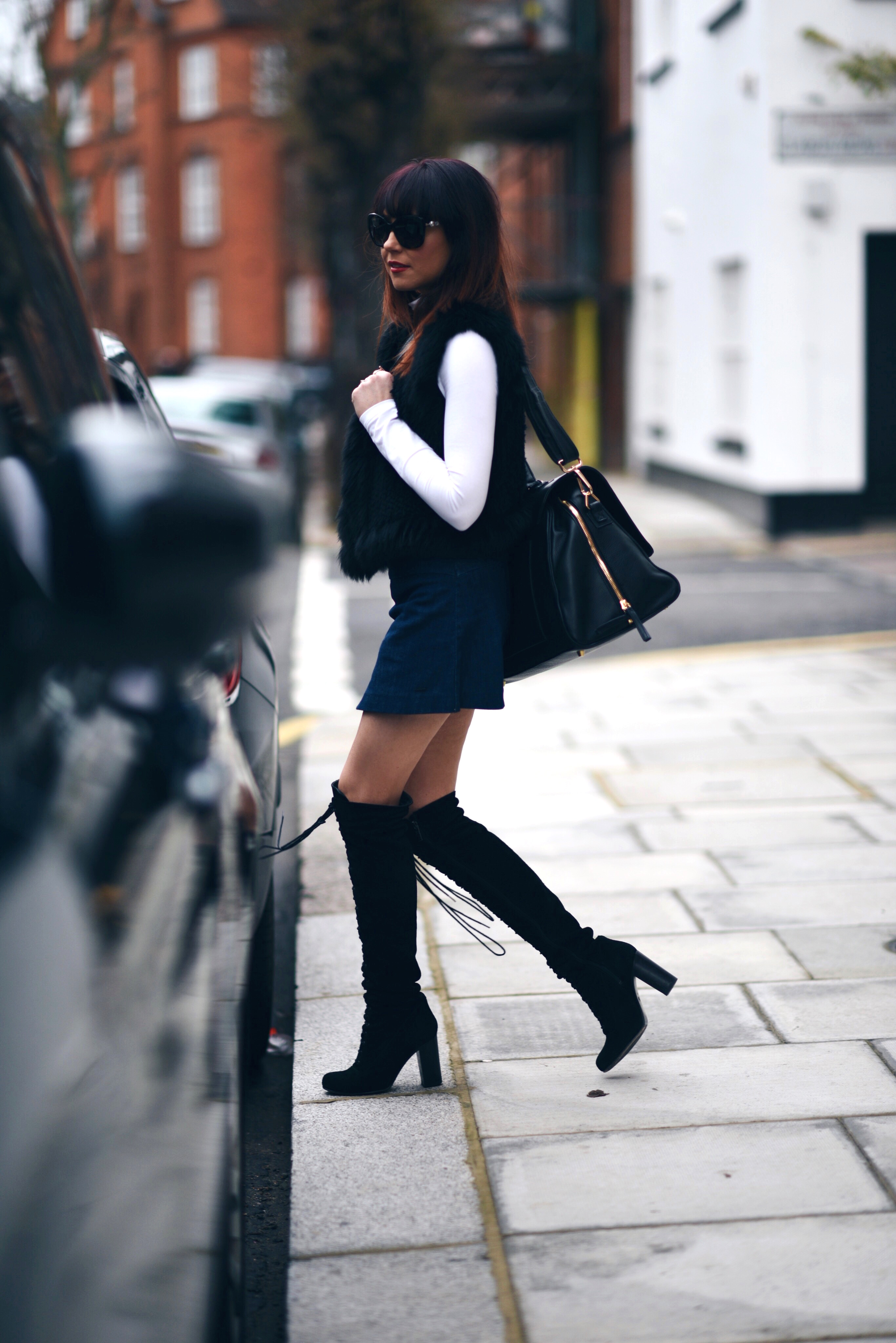Lorna Luxe samples a pair of over the knee boots with a skirt and faux fur gilet here, a glamorous and chic style which suits any occasion. Gilet: Yves Salomon, Bag: Ectu LA, Boots: Ted & Muffy, Skirt: Miss Sixty, Turtleneck: Lindex.