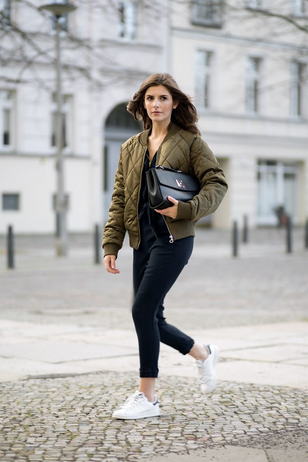 6422d4824 Style Tips On How To Wear A Bomber Jacket - Bomber Jacket Outfits ...
