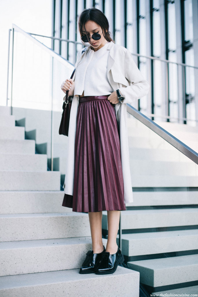 Beatrice Gutu is rocking the metallic pleated skirt trend, paired artistically with patent leather brogues and a white blouse and mack. We love the individuality of this look and suggest you try it for an awesome spring style!  Coat: H&M, Crop Top/Shoes: Zara, Skirt: Chicwish.